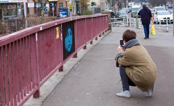 Campaña de Amnistía Internacional - Haciendo visible lo invisible - Puente de Berlín