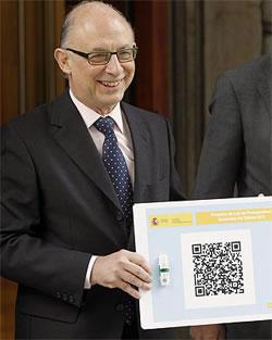 El Ministro de Hacienda. Cristobal Montoro, presentando los PGE en un Código QR ó BIDI.