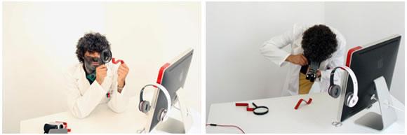 """Jorge Vilanova con el nuevo gadget """"Kancha for iMac"""" para auriculares"""